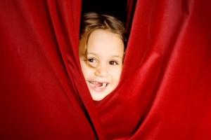 Требуется: преподаватель по театру для работы с детьми